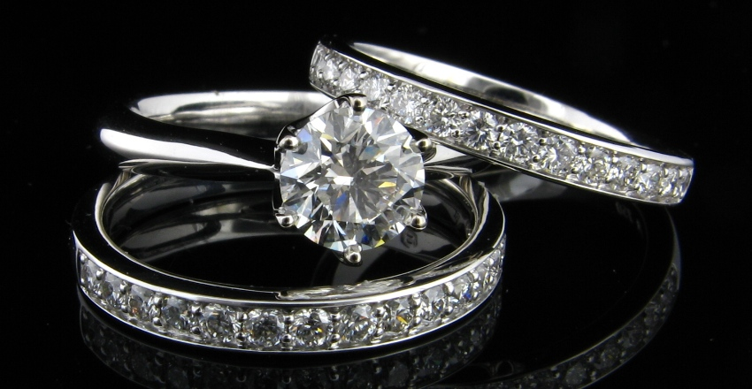 18ct White Gold Diamond Engagement Ring.  Six claw coronet setting set with .82ct round brilliant cut H SI2 diamond.  Certified Diamond.